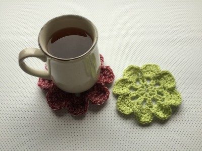 Virág poháralátét ingyenes minta horgoláshoz